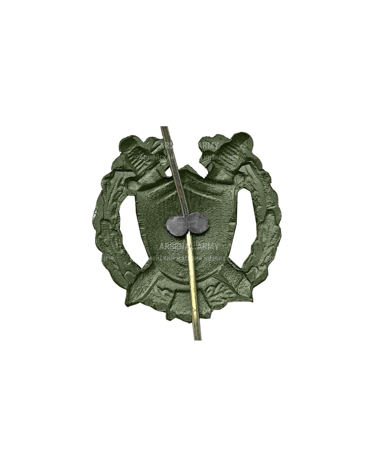 Эмблема юстиции металлическая зеленая